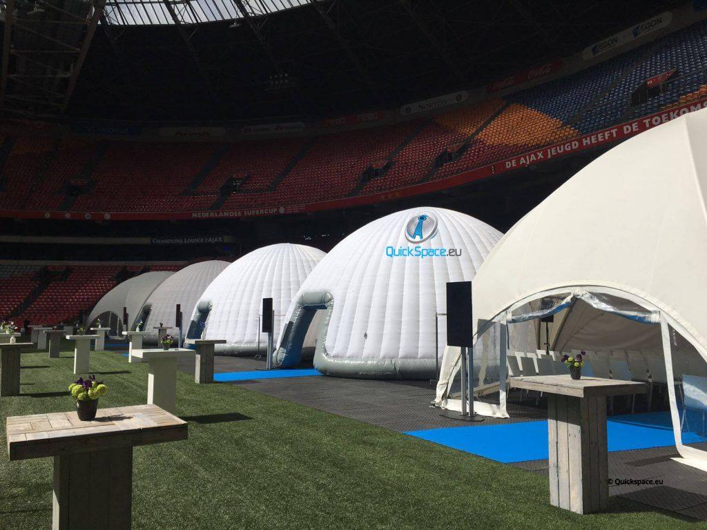 cúpula en un estadio profesional de un club de fútbol