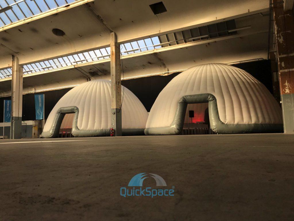 Dome es en salón pero Al utilizar nuestras luces LED, el domo puede ser iluminado en diferentes colores.